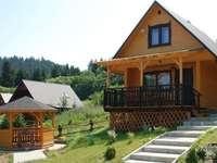 Casetta in legno con gazebo all'interno della proprietà - M ......................