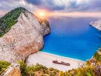 Greek shipwreck bay - M .......................