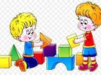 Kinder spielen im Park zum Spaß