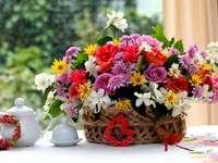 Virágok a kosárban