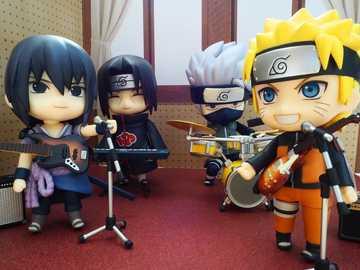 Un hermoso grupo de músicos. - Un hermoso grupo de músicos: Sasuke, Itachi, Kakashi y Naruto.