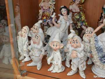 Characters from the fairy tale - Snow White - M ..........................