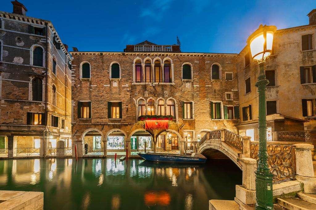 Hotel in Venetië in de avond puzzel