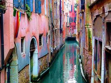 Canals in Venice - Canals and colorful house fronts in Venice