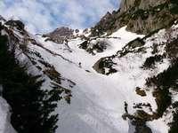 Montagne di Bucegi innevate - persona che fa snowboard sulla montagna coperta di neve. Montagne di Bucegi, Romania