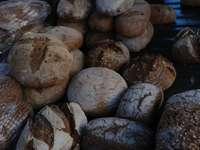fragmento de pedra marrom e branca - Pão e amores numa barraca do mercado. Londres, Reino Unido