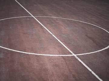 Städtischer Basketballplatz - Nahaufnahme Fotografie von Basketball Center Cour. Andritz, Graz, Österreich