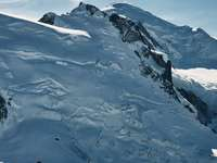 Mont blanc - montagne couverte de neige pendant la journée. Mont blanc