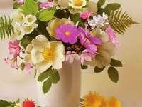 Bunte Blumen in einer Vase