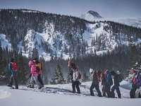 Brainard Lake, Colorado - persone che camminano sulla montagna ghiacciata. Brainard Lake, Colorado, Ward