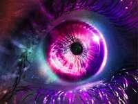 Das Auge des Universums - Farben, menschliches Auge, das Universum.