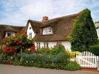 Huis Met Bloemen. legpuzzel