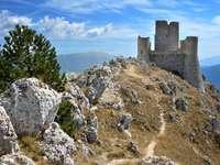Ruine des Abruzzes paysage dans les montagnes Italie - Ruine des Abruzzes paysage dans les montagnes Italie