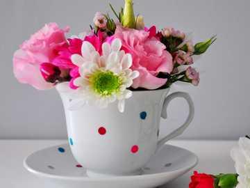 Kwiaty w filiżance - M........................