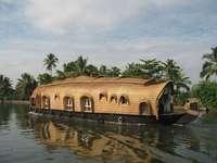 Drijvend huis - Floating House - blijf het hele jaar drijven.