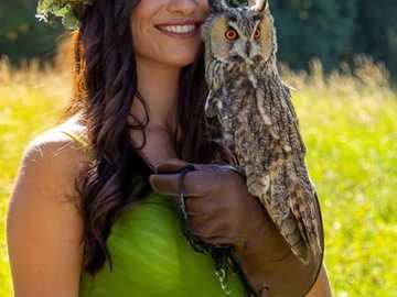 Skönhet - Lycklig tjej med ugglan