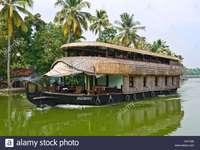 Kettuvalam - Een huis dat drijft in water.