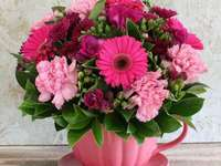A bouquet in a pink cup - M .......................