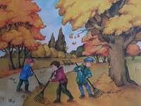 Hösten kramar löv - Barn krattar sidor i parkera