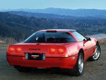 1990 Chevrolet Corvette ZR1 - Questa è una foto di un'auto sportiva.