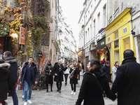 PARIJS - LE MARAIS - PARIJS - STRAAT IN LE MARAIS