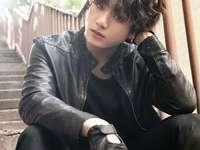Jeon Jungkook. - Doar bucură-te de frumusețea lui Jeon Jungkook. Sper că te-ai distrat făcând asta !. Mulțumiri