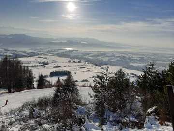 pohled ze svahu na Czorsztyńskie jezero - pohled z hor na Czorsztyńskie jezero