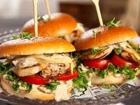 Tres hamburguesas