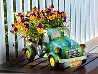 Fleurs dans un pot décoratif - M ......................