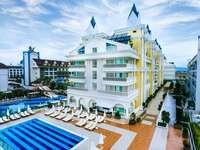 Hotel con piscina in turchia
