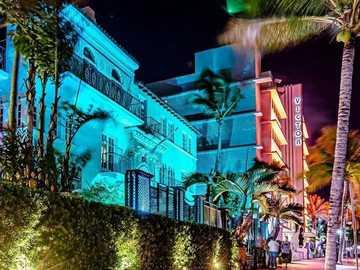 Ocean Drive - Това е снимка на Маями, Флорида, САЩ.