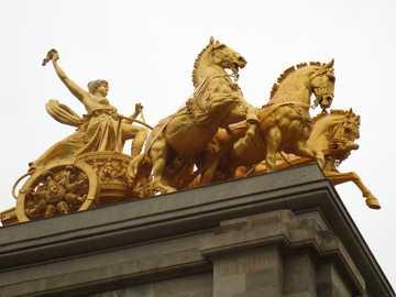 Превишена скорост на коне - Конете на покрива - бързат