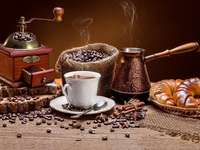 café moulu dans une tasse