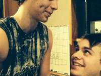 Luke X Michael - Pegue um homem que olhe para você da mesma maneira que Luke olha para Michael