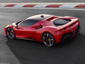 La Ferrari SF90 Stradale - La Ferrari SF90 Stradale, comme la LaFerrari, est une hybride. Mais contrairement à son prédécess