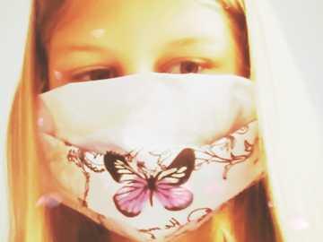 Ansikte med mask - Jag i tider av pandemi