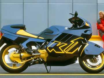 1988 Bmw X1 - Detta är ett foto av en motorcykel.