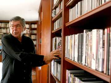 Alfredo B.E - Alfredo Bryce is a well-known Peruvian writer who dealt with topics of high interest in Peru since h