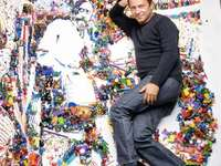 VIK MUNIZ - ART WITH DISPOSABLE MATERIAL