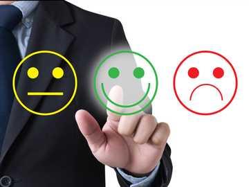Evaluarea angajaților - Aranjați puzzle-uri care arată evaluarea angajatului de către angajatori.
