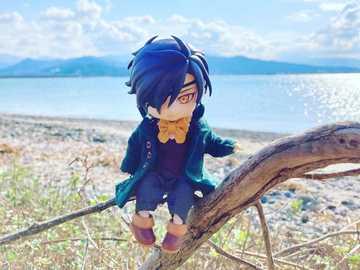 Mitsutada am Strand - Mitsutada am Strand, es ist ziemlich cool, aber was für ein wunderschöner blauer Himmel!