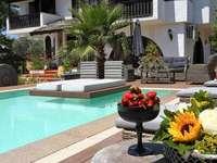 Σπίτι με πισίνα