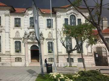 φθηνή πολυκατοικία - ιστορικό αρχοντικό στην Πορτογαλία