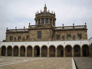 Hospicio Cabañas, Guadalajara - Das Cabañas Cultural Institute ist zu einem Wahrzeichen der Stadt Guadalajara geworden. Es ist ein