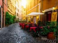 Óvárosi utcai kávézó Rómában