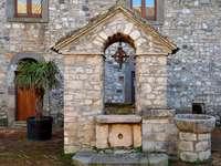 Alter Brunnen in der Region Basilikata Italien