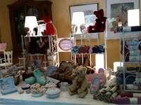 Kunsthandwerker Markt - Innenstand eines Bärenmachers auf einer Bärenbörse