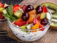 Yogurt with fruit - Yogurt with fruits and granola