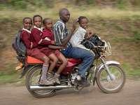 hnací síla v Ugandě - m ......................