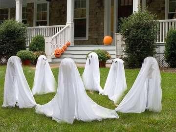 fantasmas dançando na frente da casa - m ......................